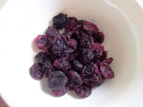 Dehydrated blueberries. Doing this today, use as a snack, in baked goods or granola with or without yogurt.