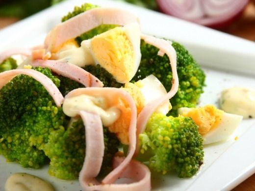 Salát s brokolicí a vejcem - Recepty na každý den