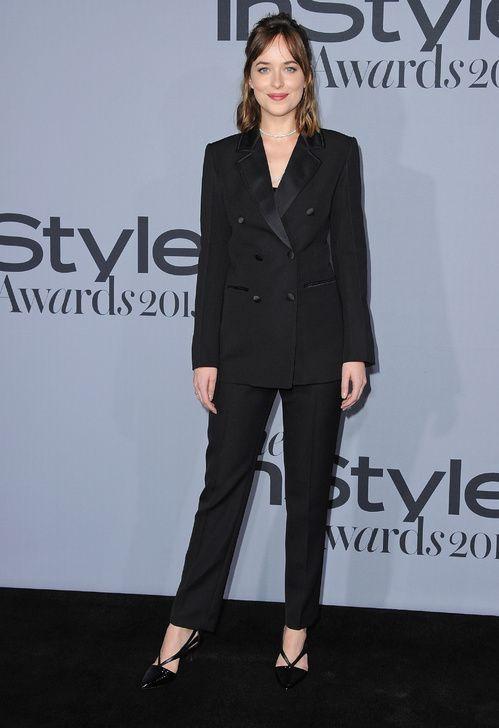 Dakota Johnson en smoking Louis Vuitton aux InStyle Awards à Los Angeles http://www.vogue.fr/mode/mannequins/diaporama/les-looks-de-la-semaine/23365#dakota-johnson-en-smoking-louis-vuitton-aux-instyle-awards-los-angeles