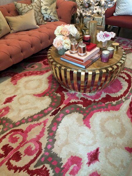 Ajoutez éclat à votre décoration avec une table basse dorée qui brille comme un trésor inca. La sélection de tapis chez HomeSense est à coup...