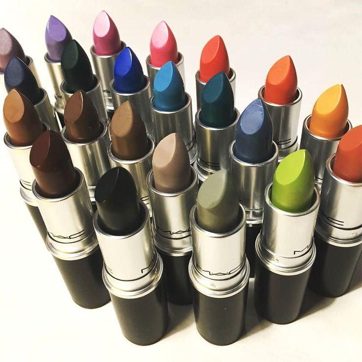 Bonjour bellezze! Vi auguro una super domenica con una foto esclusiva dei nuovi rossetti @maccosmetics della linea Colour Rocker!  Un'arcobaleno di nuance per un trucco labbra da urlo!! Viola verde acido arancio blu o nero: QUALE LIPSTICK PAZZERELLO VORRESTE PROVARE? Sul nostro sito www.beautydea.it trovate l'articolo dedicato con tutte le info e le colorazioni nel dettaglio!  (pic: @melb_mac) #mac #maccosmetics #maclipstick #maclipsticks #colourrocker #maccolourrocker #macaddict #lip #lips…