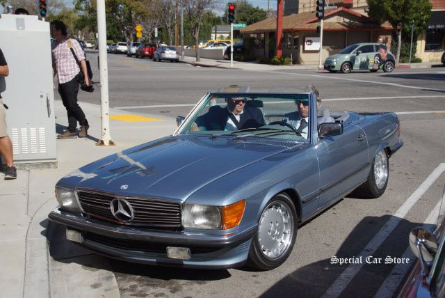 1987 Mercedes-Benz 560SL at Mike Brewer and Edd China book signing at Autobooks-Aerobooks http://www.specialcarstore.com/content/autobooks-aerobooks-wheeler-dealers-feeler