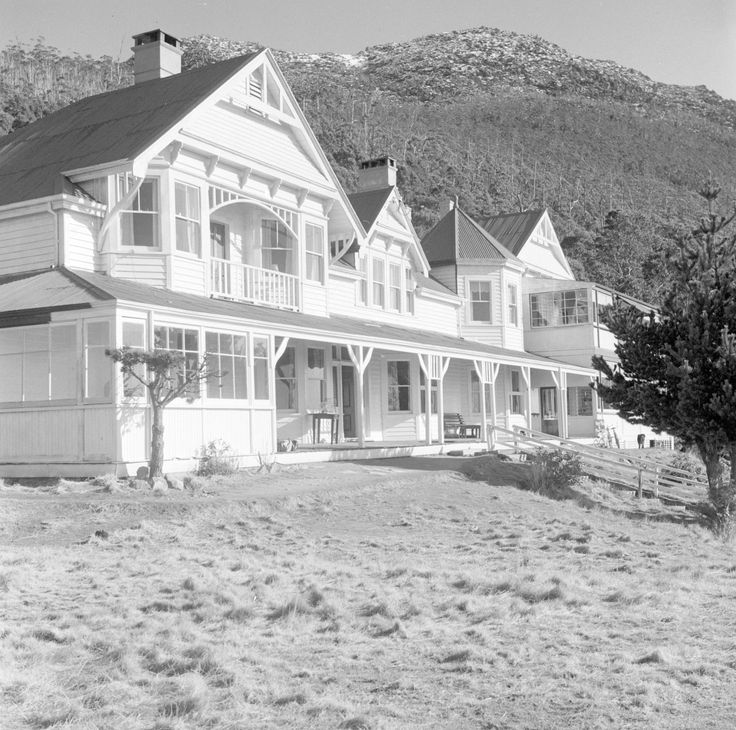 Springs Hotel on Mount Wellington - built in 1900  Burnt down in the 1967 bushfires