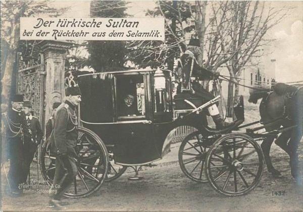 ABD'den çıkan görülmemiş Osmanlı fotoğrafları- Sultan Mehmet Reşat arabasıyla selamlıktan dönerken