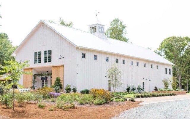 Beautiful White Barn Nc Wedding Venue Chapel Hill Wedding Venue Nc Wedding Planner Nc Wedding Venue Barn Wedding Venue White Barn