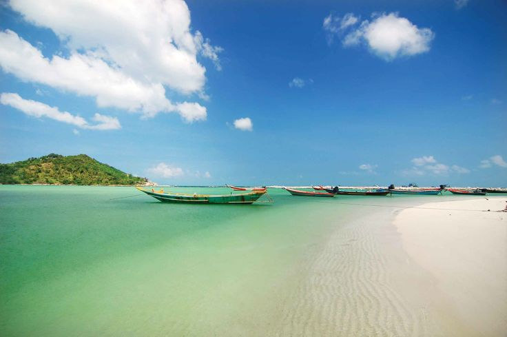 Did you know you can island-hop around the Andaman Sea or the Gulf of Thailand from Phuket or Koh Samui? Travelling by catamarans or ferries, discover some lovely islands surrounded by crystal-clear water.