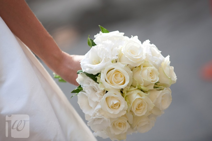 Fresh white roses and lisianthus