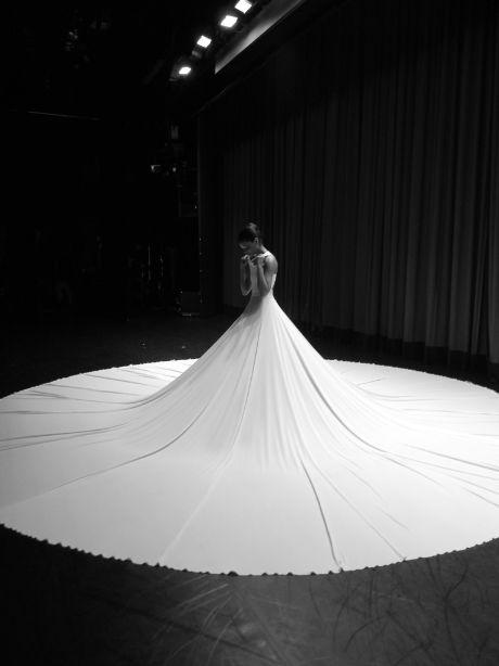 FANA TESFAGIORGIS backstage before Splendid Isolation II. Photo by ELIZABETH WASHINGTON