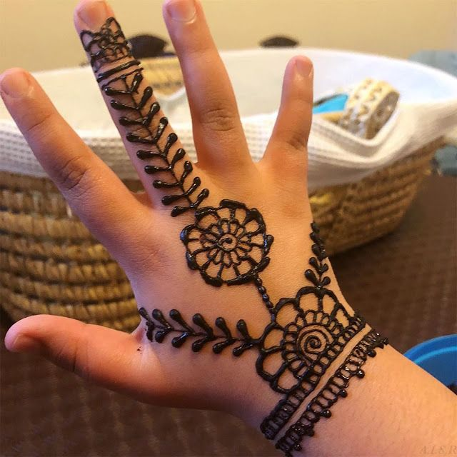 111 Inspiring Mehndi Designs For Kids To Try In 2019 Mehndi Designs For Kids Latest Mehndi Designs Henna Designs For Kids