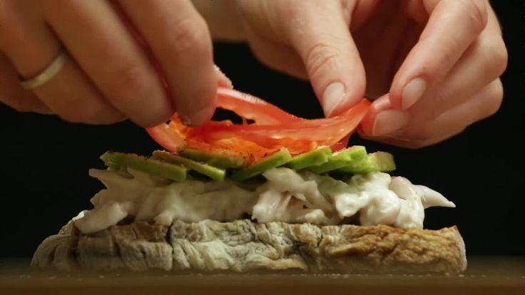 「パンに具材を挟んだだけ」のサンドイッチは作り方によって信じられないほどパワーアップし、ホテルニューオータニのサンドイッチビュッフェは3800円という値段にも関わらず行列ができるほどの人気です。世