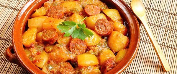 Mancare de cartofi cu carnat afumat