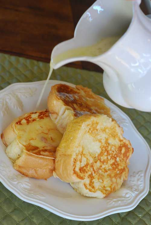 Recipe for French Toast with Coconut Syrup - WOW…We just had this for breakfast and it was unbelievable! Super quick and easy to make, but tasted a million times better than breakfast at a restaurant!