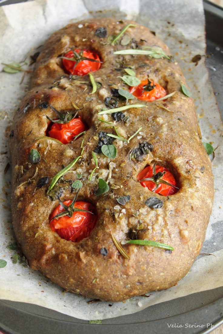 Focaccia con farina di canapa e pomodorini. – Il micio sazio