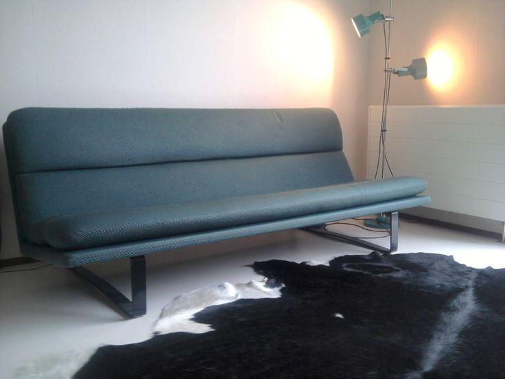 Designer: Kho liang Ie year: 1968 model: C 683 Manufacturer: Artifort Measurements: 185 x 87 x 79 cm Price: notk