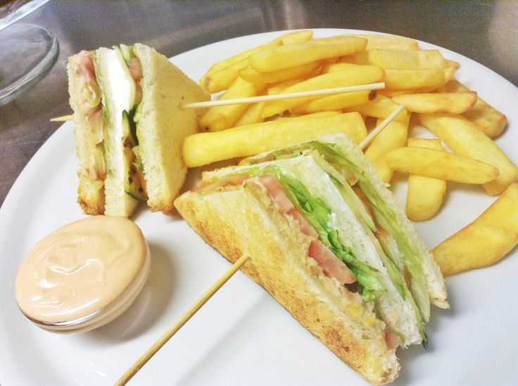 Solo al #chickenco il #clubsandwich originale! Www.chickenco.it sul #lagodigarda, a #pietramurata