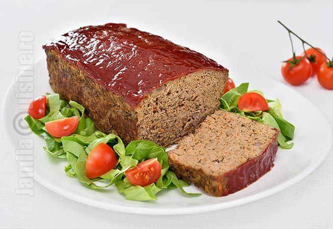 Meatloaf este un fel de drob, facut insa din carne tocata si nu din organe. In traducere libera « meatloaf » s-ar traduce prin franzela/paine din carne, ...