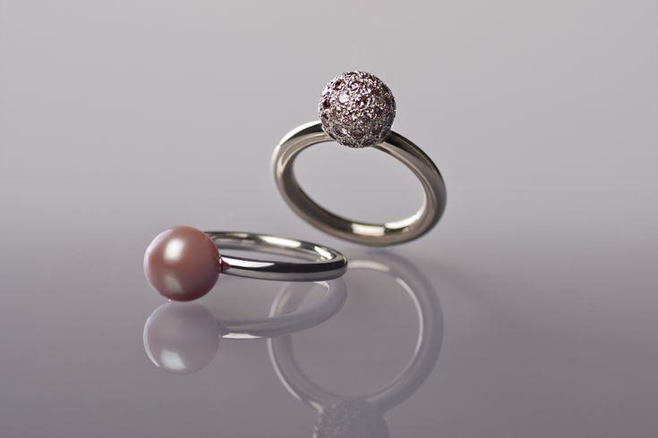 Atelier Clint - Witgouden ringen met diamanten en roze zoutwaterparel  [Fotografie: Lenka Stangler Fotografie]