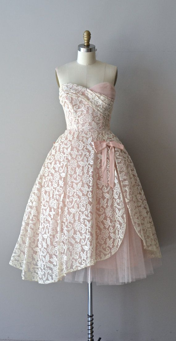 Châteauroux lace dress / 1950s dress / vintage lace by DearGolden