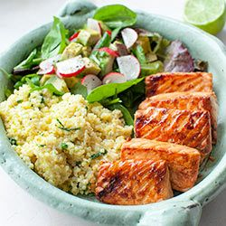 Zestaw lunchowy z łososiem teriyaki, kaszą jaglaną i sałatką z awokado