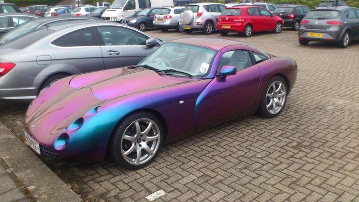 Car colour with heatsensitive paint changes depending on