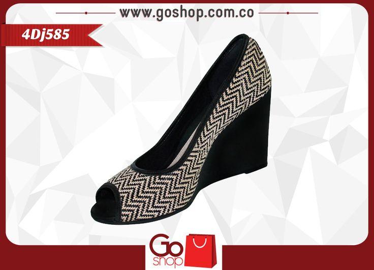 Zapato Dijean cerrado alto despuntado (boca de pescado) color negro, de capellada sintética, altura 9 cm, elegante y cómodo ideal para toda ocasión