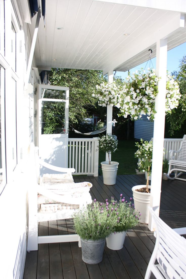 like the way porch floor extends past the roof and leads to bigger seating area
