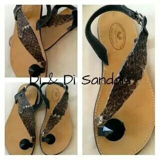 Leather sandal with snake applique