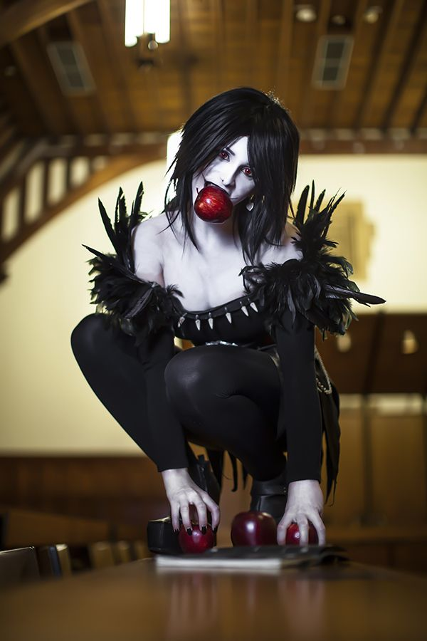 Don't sign your name for this Rule 63 Ryuk cosplay ^Wow, this is incredible