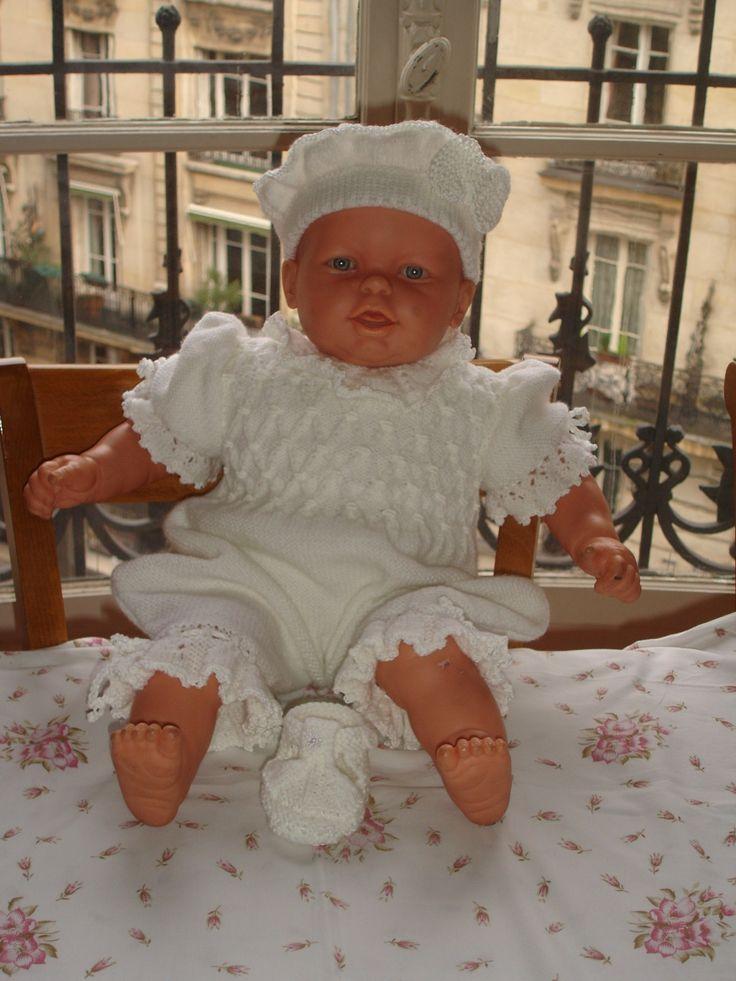 Barboteuse, béret et chanssons de baptême en tricot à smocks 6 mois : Mode Bébé par bapteme-des-anges