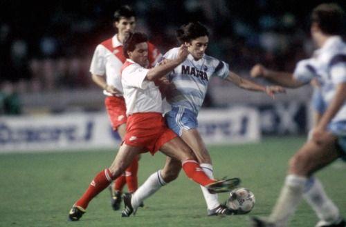 2 septembre 1988, Parc des Princes (Paris). Manuel Amoros est débordé par la classe d'Enzo Francescoli. Le Champion de France est corrigé par le Matra Racing (3-0).
