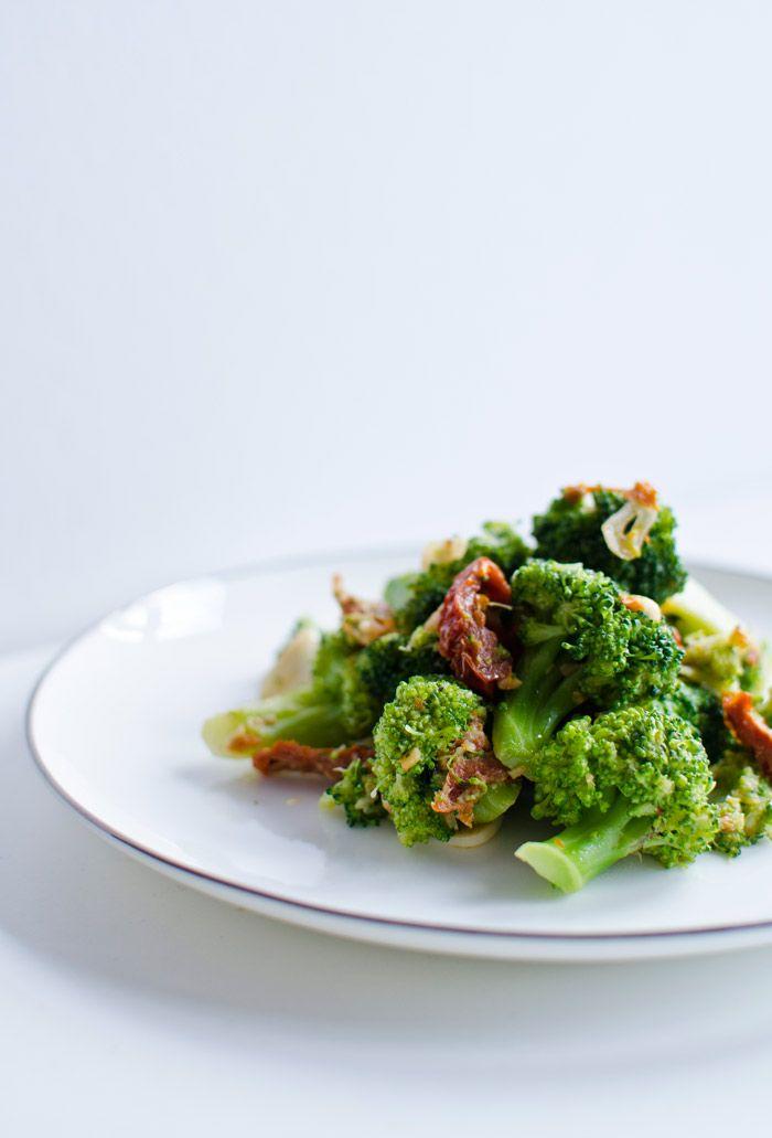 Brokuły z suszonymi pomidorami