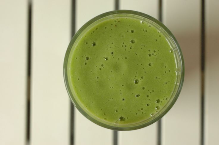 GREEN SMOOTHIE (SPINACH, BANANA, APPLE, GINGER)