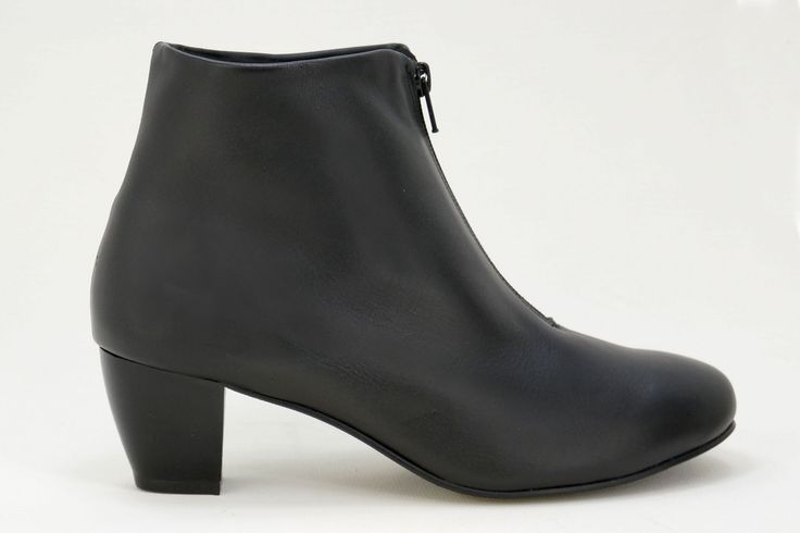 Natural Steps - Our Health Range Handmade Genuine Leather Boots. R 899. Handcrafted in Durban, South Africa. Code: 7001  Shop for Natural Steps online https://www.thewhatnotshoes.co.za Free delivery within South Africa