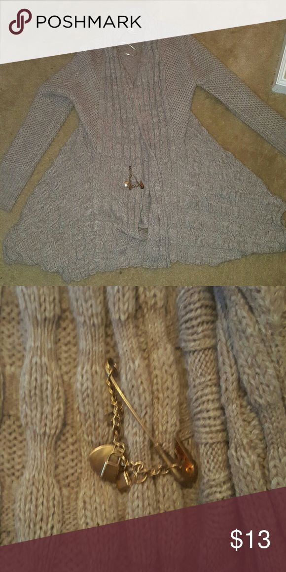 💕SALE💕Knitted cardigan sweater Knitted pattern cardigan sweater... Has a gold big pin w a heart locks and a key on it... EUC... ✅Make an offer through the OFFER button ONLY ✅Negotiations welcome 🚫No trades 🚫No PayPal Nicole Alexander Sweaters Cardigans