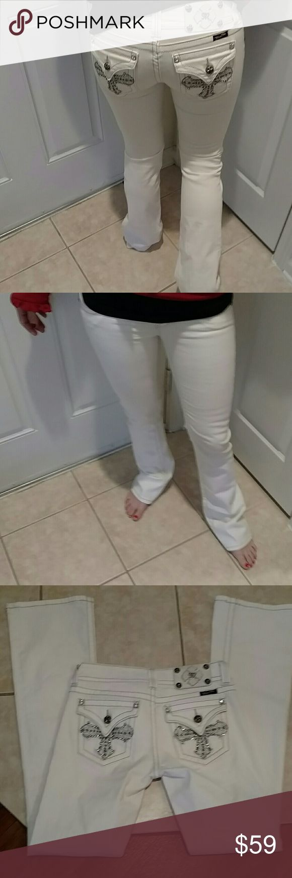Miss me jeans Beautiful off white miss me jeans with blinged out crosses on the back. Inseam is 32 inches and waist flat measures 14.75 inches. Rise is 7 inches. 98% cotton 2% elastan Miss Me Jeans Boot Cut