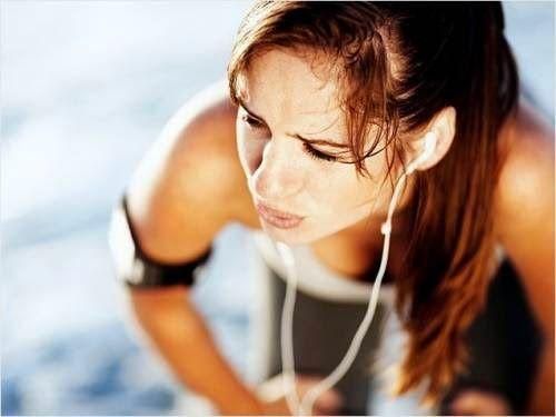 Δεν έχει ονομαστεί τυχαία «η τετράλεπτη μαγική γυμναστική που καίει τα λίπη», αφού πρόκειται για την πιο αποτελεσματική υψηλής εντάσεως προπόνηση. To Tabata training είναι μια επιστημονικά αποδεδειγμένη μέθοδος, η οποία μπορεί να ενισχύσει την αντοχή σας κ