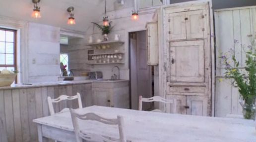 the kitchen (The Bronson Pinchot Project)  I want his house, he did a fantastic job with it. Love it!!!!