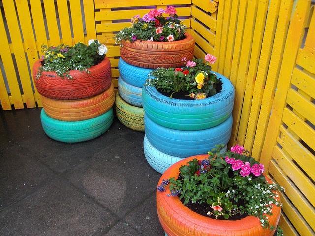 Planters using old tires outside love gardens and for Car tire flower planter