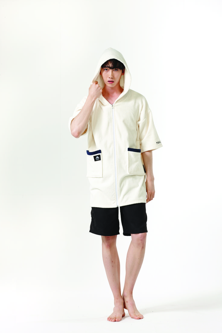 Tool Chip ALBINO GECO with holiday campaign  TOOL CHIP is the best way to enjoy this summer holiday.  surfers and campers, play various leisure activities have fun with Geco!  #geco #toolchip #robe #robeitem #beachwear #beach_item #unisex #showergown #summerfahsion #home_wear #cuplelook #familylook #night_wear #제코 #툴칩 #이벤트 #여름준비 #휴가 #캠핑 #서핑 #수영 #어린이 #summer #camping #surfing #swim #kids #fahsion