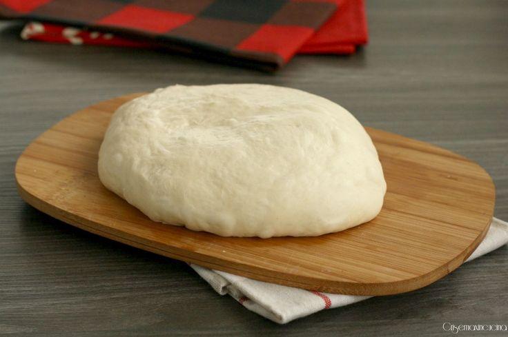 l'impasto fatto a mano pizza Bonci, sofficissimo, con pochissimo lievito e una lunga lievitazione in frigorifero per una super pizza.