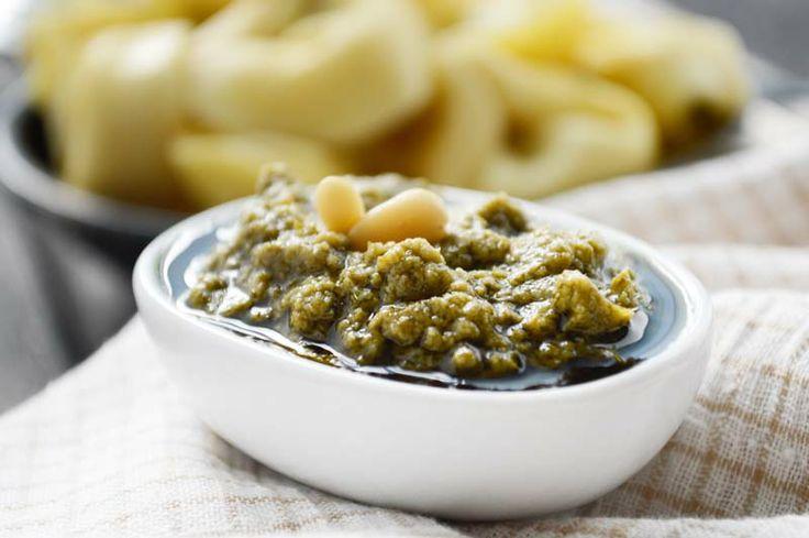 Das Zitronenmelisse-Pesto passt zu frischen Teigwaren oder Fisch. Das Rezept eignet sich aber auch als Würzmittel für Lammfleisch.