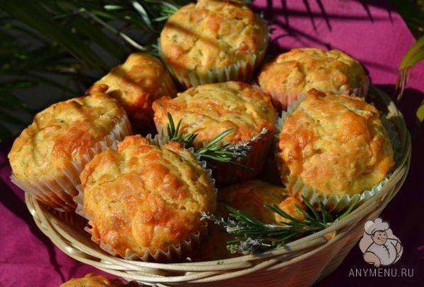 Вкусные и очень ароматные маффины с ветчиной, сыром и пряными травами прекрасно подойдут для завтрака или послеобеденного перекуса. Пошаговый рецепт с фото.