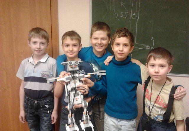 Летняя робототехническая смена  Екатеринбург  Внимание! На Технической, 32, мы открываем летний роботехнический семинар!  3-4 часа робототехники, возможность собирать больших роботов несколько дней подряд, технические и химические эксперименты для детей и другие занятия, 3 разовое питание, обед в кафе Япона мама по специально разработанному меню для детей, гуляем два раза, работаем с 9 до 17-30 часов. . Смена по 2 недели. 1 смена: с 5 по 16 июня, 2 смена: с 19 по 30 июня, 3 смена: с 3 по 14…