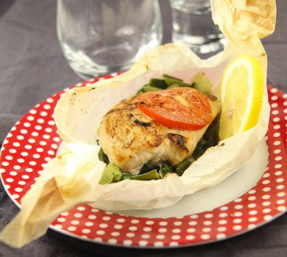 Papillote de Blanc de Poulet, fondue de poireaux - Envie de bien manger. D'autres recettes de papillotes sur www.enviedebienmanger.fr/recettes/papillotes