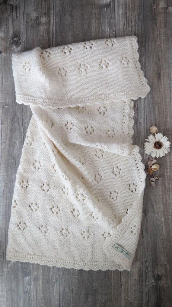 Copertina bianco latte fatta a mano ai ferri  lana ed alpaca