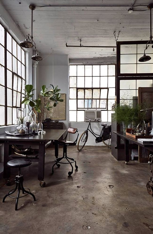 It is the place where the talented designer and artist Alina Preciado works, creates and is inspired for her different projects. Her industrial-eclectic loft is situated in an old building in Brooklyn and has lovely collection of things that she found during her travels in Еurope and Asia.