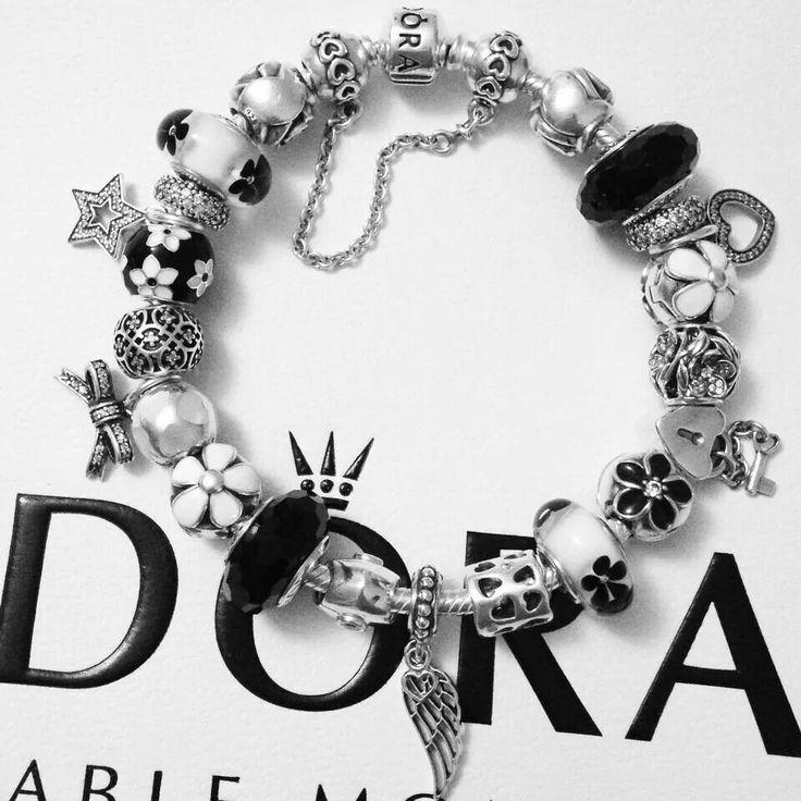 Black and white Pandora bracelet Vos Pandora Vos créations Your creation Des bracelets Pandora composés, des idées, des couleurs, des suggestions de design, pour tous les goûts et toutes les humeurs. #pandora #bracelets #set #parures #bijoux Bijoux à retrouver sur www.bijoux-et-charms.fr