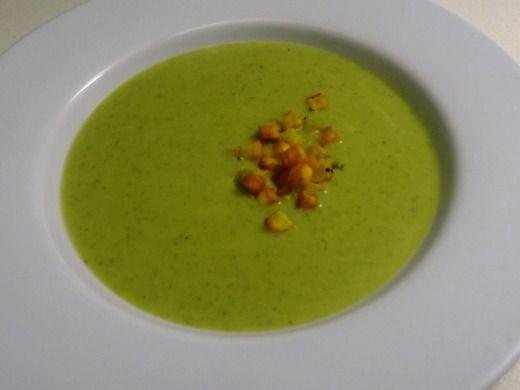 Brokolicová polévka s opečenými kostičkami brambor