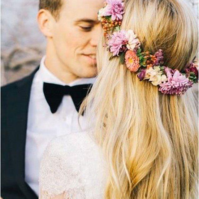 Couronne de fleurs colorée / coiffure fleurie mariage / flowers in the hair wedding