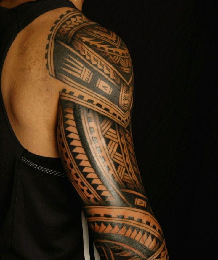 tatuajes polinesios para el brazo de un hombre